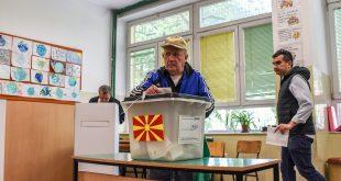 Glasanje-glasach-pretsedatelski-izbori-kutija-palec-lampa-21apr19-Borche-Popovski